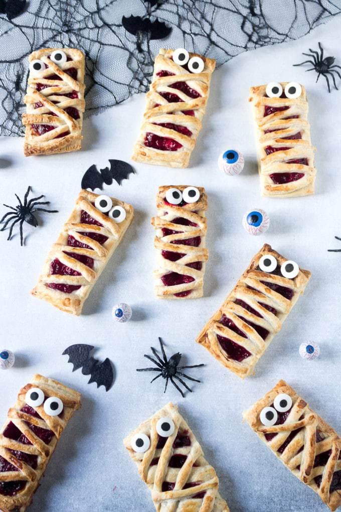 Easy Raspberry Halloween Mummy Pies